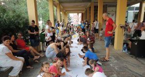 djeca crtaju gradu